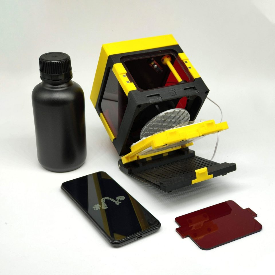A Mini Daylight Resin 3D Printer That You Can